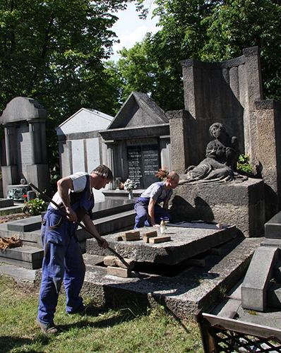 Otevření Tobití hrobky