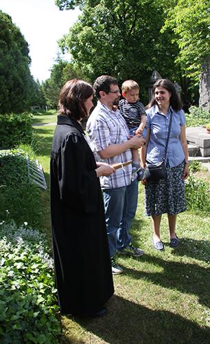 Společná modlitba rodičů pohřbívaného plodu
