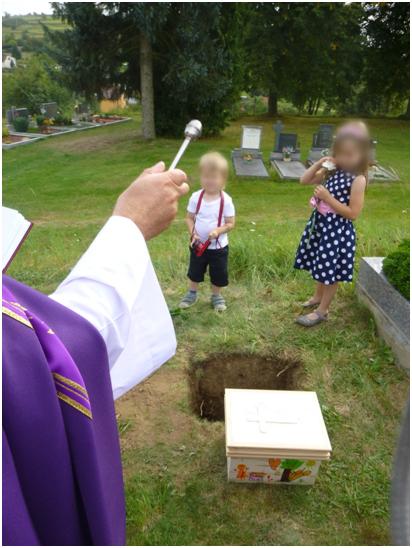 Žehnání hrobu plodu po potratu
